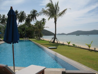 40m pool directly on the beach