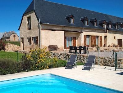 Appartement de luxe 1 chambre avec piscine et vue imprenable sur la montagne. Jusqu'à 4 personnes