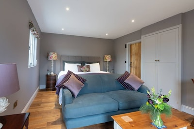Accommodation with super  kingsize bed