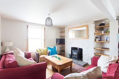 3 bed beautiful house, woodburner & garden, perfect for families/ friends/ pets