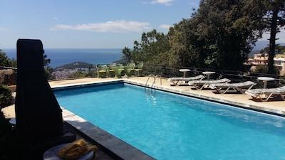 Schwimmbad mit Meerblick, Barbecue, Sonnenliegen, Sitzecke
