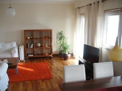 Sunny Apartment with Sea View in Quiet Area of Monte Estoril