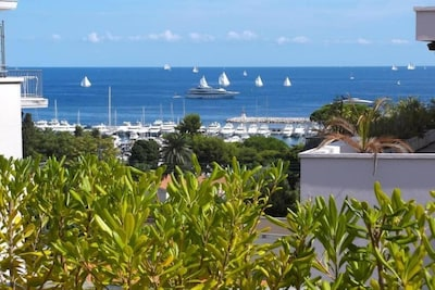 Renovated apartment, top floor, sea view, landscaped terrace 40m2,