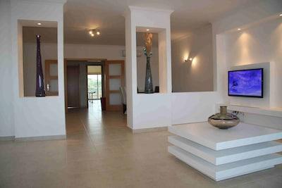 Lujo y espacioso de 3 dormitorios en el complejo exclusivo y privado.
