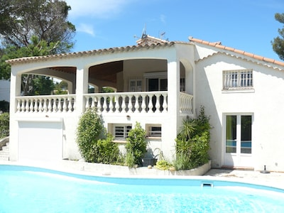 facade ensoleillée terrasse ombragée