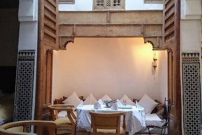la table du patio, coin repas - the patio table, dining area