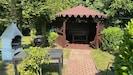 Gartenpavillon mit Grillplatz