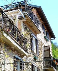 Südfassade mit 2 Terrassen im Westen