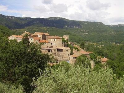 st privat village médiéval