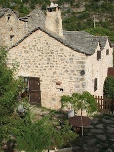 Übersicht Haus, Eingang und Terrasse
