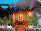 la terrasse, avec un jardin suspendu et  une petite collection de  cactées