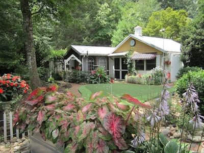 Featherstone Cottage Hendersonville's best kept secret.