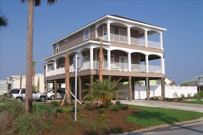 Wonderful Private Home 5 Bedrooms.   Special Rate to Start 2021.