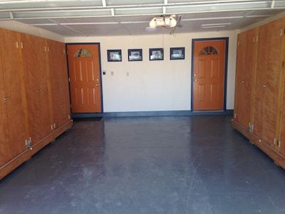 1 car garage and entrance