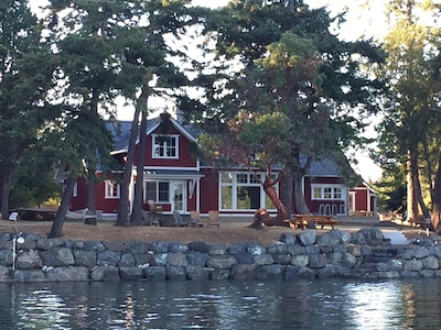 Main House and a high tide