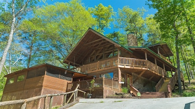 Private log cabin at the foot of the Smoky Mountains
