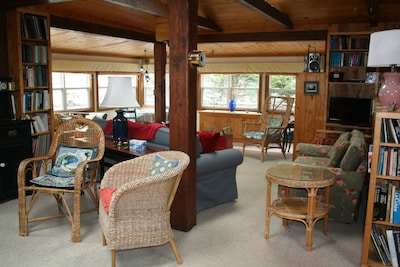 Experience Peace And Tranquility At Charming Cottage In Small Fishing Community.