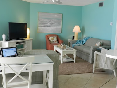 Sofa w/Queen Size Bed/ Flat Screen TV/DVD Player & Computer Desk in Living Area