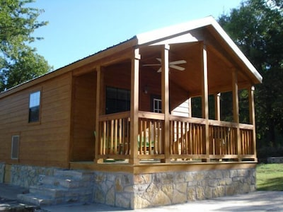 1 bedroom cabin, sleeps four. Pet friendly*. Property is on Brazos River.