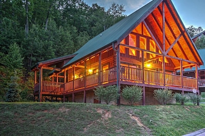 Solid Ground Lodge - Luxury Cabin.