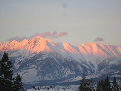 BEAUTIFUL MOUNTAIN VIEWS,CENTRAL TO FERNIE  & KIMBERLY, ENDLESS ADVENTURES