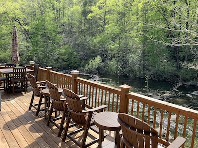 Cabin on Hwy 129 overlooking Cheoah River - 8 miles to Tail of the Dragon