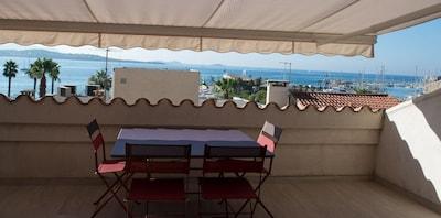 vue mer et port depuis le séjour et la terrasse