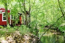 Close to many tourism sites, or hibernate and read to the sounds of the forest.