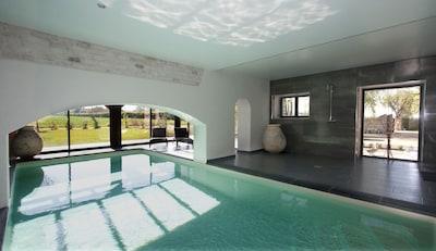 la piscine intérieure chauffée à 28°