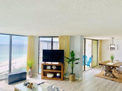 Relax in this eautiful living area overlooking the Gulf and lagoon pool.