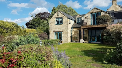 Stylish cottage with luxury finishing touches & STUNNING VIEWS from all rooms