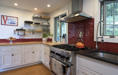 kitchen with thermador range 6 burner