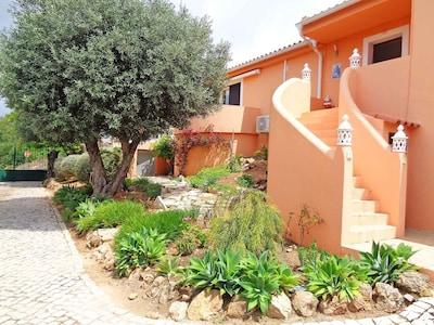 Villa de style campagnard accueillante pour les familles avec piscine privée