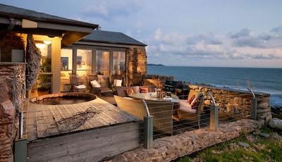 Luxury  Beach House Rental with Hot Tub, 30 meters to Beach