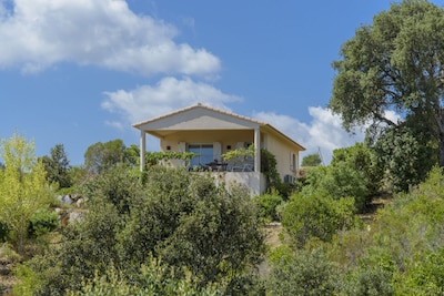 Villa proche de la mer, climatisée, vue mer, grand jardin