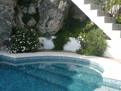 Swimmingpool im Juni