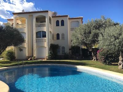 App. 1 bedroom, small residence. sw. jard. SW terrace, calm 50m sea 150m sandy beach