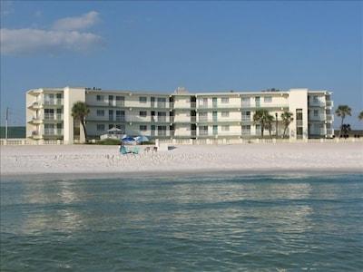 Unique condo, beautiful sunset views, private balcony, easy access to beach.