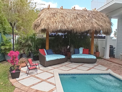 Tiki Hut (Pergola) added in 2021! Great Island and Keys feel with tiki torches!