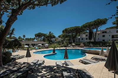 Studio de luxe au bord de la piscine