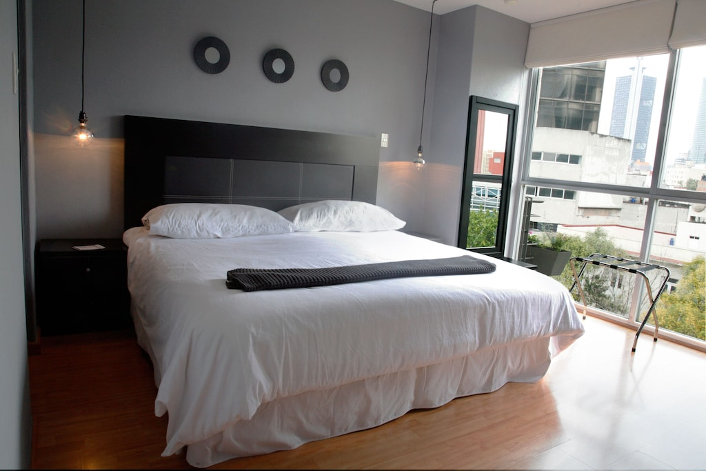 VRBO Mexico City: Modern style bedroom, with large bed and floor to ceiling windows