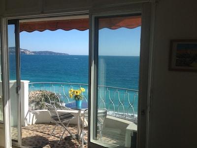 VUE IMPRENABLE!! 30 secondes à la plage! A / C, WIFI, Téléphone, TV, Balcon