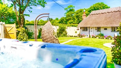 Cottage, Hot Tub and Swing