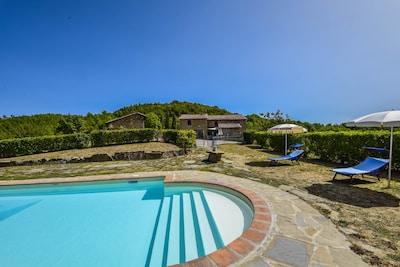 Casa indipendente con piscina privata a 20 km da Perugia. Zona tranquilla, vista panoramica.