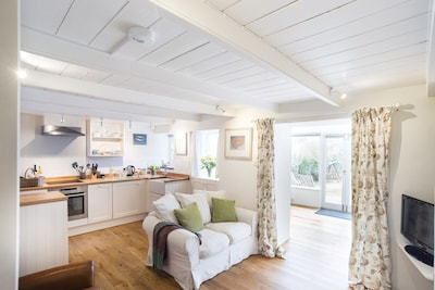 Dog Friendly, Cosy Cottage With Garden & Wood-burner, In Idyllic Valley Setting