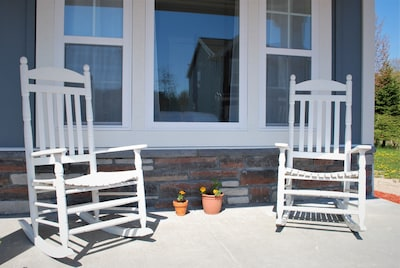 Unwind at the Aster Pointe Cottage- near downtown South Haven and Newcome Beach.