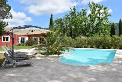 Villa provençale avec magnifique piscine c(67 m²) traitée au sel et .hauffée