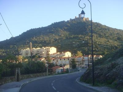 A l'arrivée vue de la résidence en contrebas du Fort Saint Elme
