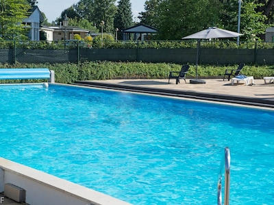 Schwimmbad, Freizeit, Eigentum, Freizeitzentrum, Wasser, Grundeigentum, Erholung, Rechteck, Urlaub, Ferienort