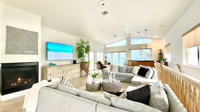 LIVING ROOM/W REAL FIRE PLACE
